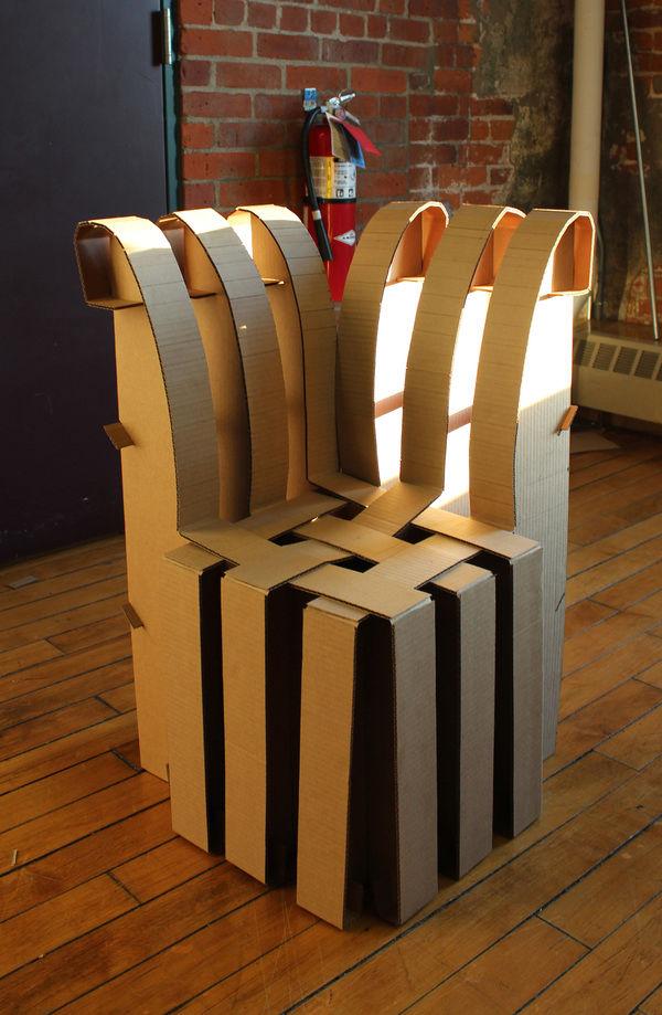 Из картона стул